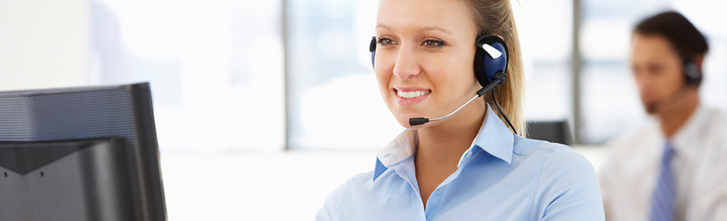 cvt_0005_photodune-12454142-friendly-service-agent-talking-to-customer-in-call-centre-m1